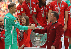 18.05.2019, Allianz Arena, Muenchen, GER, 1. FBL, FC Bayern Muenchen vs Eintracht Frankfurt, 34. Runde, Meisterfeier nach Spielende, im Bild Lothar Matthäus gratuliert Manuel Neuer // during the celebration after winning the championship of German Bundesliga season 2018/2019. Allianz Arena in Munich, Germany on 2019/05/18. EXPA Pictures © 2019, PhotoCredit: EXPA/ SM<br /> <br /> *****ATTENTION - OUT of GER*****