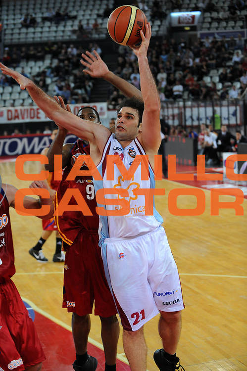 DESCRIZIONE : Roma Lega A 2008-09 Lottomatica Virtus Roma Solsonica Rieti<br /> GIOCATORE : Vangelis Sklavos<br /> SQUADRA : Solsonica Rieti<br /> EVENTO : Campionato Lega A 2008-2009<br /> GARA : Lottomatica Virtus Roma Solsonica Rieti<br /> DATA : 11/04/2009<br /> CATEGORIA : tiro<br /> SPORT : Pallacanestro<br /> AUTORE : Agenzia Ciamillo-Castoria/E.Grillotti<br /> Galleria : Lega Basket A1 2008-2009<br /> Fotonotizia : Roma Campionato Italiano Lega A 2008-2009 Lottomatica Virtus Roma Solsonica Rieti<br /> Predefinita :