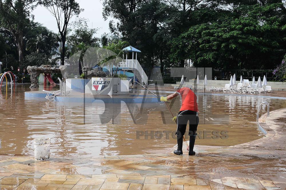 SAO PAULO, SP, 15 DE FEVEREIRO DE 2013 - RESCALDO DA CHUVA - Dependências do estádio do Morumbi são vistas na manhã desta sexta-feira, após o forte temporal que atingiu a capital paulista no fim da tarde de ontem (14). Inúmeros estragos foram registrados no interior do clube e nas ruas da região.(FOTO: ADRIANO LIMA / BRAZIL PHOTO PRESS).