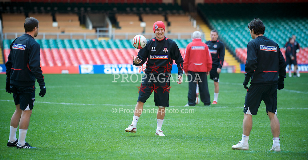 CARDIFF, WALES - Thursday, March 26, 2009: Wales' Carl Robinson during training at the Millennium Stadium ahead of the 2010 FIFA World Cup Qualifying Group 4 match against Finland. (Pic by David Rawcliffe/Propaganda)