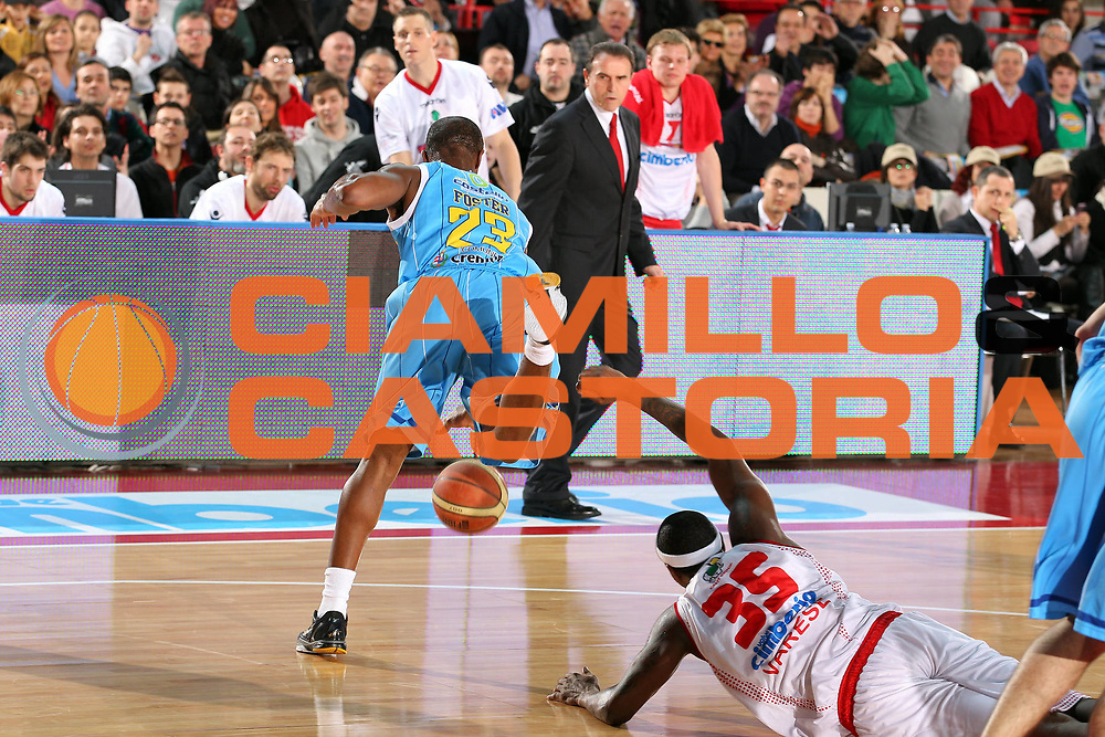 DESCRIZIONE : Varese Lega A 2010-11 Cimberio Varese Vanoli Braga Cremona<br /> GIOCATORE : Ronald Slay Je'Kel Foster<br /> SQUADRA : Cimberio Varese Vanoli Braga Cremona<br /> EVENTO : Campionato Lega A 2010-2011<br /> GARA : Cimberio Varese Vanoli Braga Cremona<br /> DATA : 06/03/2011<br /> CATEGORIA : Palleggio Curiosita<br /> SPORT : Pallacanestro<br /> AUTORE : Agenzia Ciamillo-Castoria/G.Cottini<br /> Galleria : Lega Basket A 2010-2011<br /> Fotonotizia : Varese Lega A 2010-11 Cimberio Varese Vanoli Braga Cremona<br /> Predefinita :