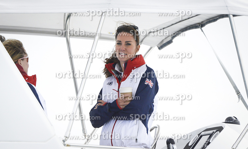06.08.2012, Bucht von Weymouth, GBR, Olympia 2012, Segeln, im Bild die Ehefrau des britischen Prinzen William Kate Windsor sieht sich die Segelbewerbe auf einem Boot an // the wife of Britain's Prince William, Kate Windsor looks the sailing competitions on a boat, at the 2012 Summer Olympics at Bay of Weymouth, United Kingdom on 2012/08/06. EXPA Pictures © 2012, PhotoCredit: EXPA/ Juerg Kaufmann ***** ATTENTION for AUT, CRO, GER, FIN, NOR, NED, POL, SLO and SWE ONLY!