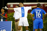 Fotball<br /> Concacaf Cup 2003<br /> Jamaica v Guatemala<br /> 5. juli 2003<br /> Miami Florida<br /> Foto: Digitalsport/Icon Sports Media<br /> NORWAY ONLY<br /> Edgar Eladio Estrada of Guatemala disputes a call during their 2-0 loss to Jamaica