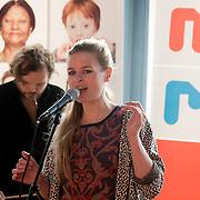 NLD/Hilversum/20131130 - Start Radio 2000, dj's top2000, Sandra van Nieuwland