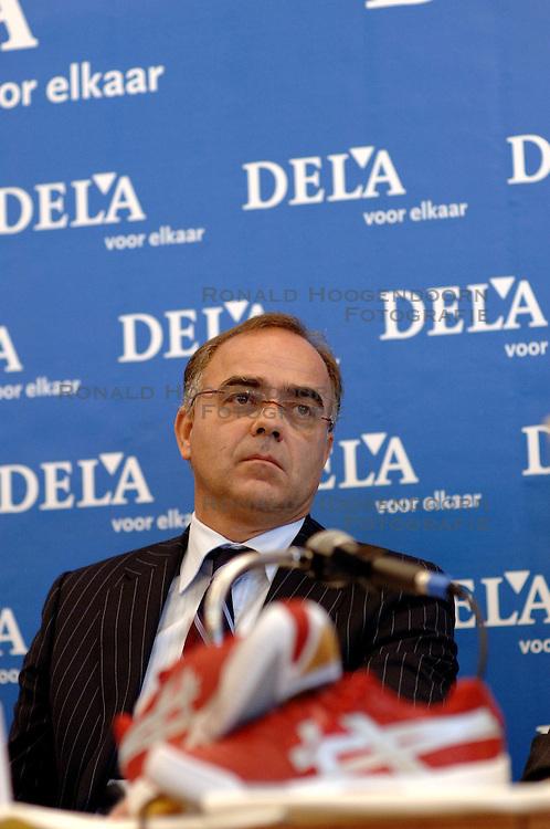 11-09-2006 VOLLEYBAL: PERSCONFERENTIE HOOFDSPONSOR DELA: VINKEVEEN<br /> De NeVoBo heeft uitvaartverzekeraar en - verzorger DELA gepresenteerd als nieuwe hoofdsponsor van het nationale damesteam / DELA directeur Edzo Doeve<br /> &copy;2006-WWW.FOTOHOOGENDOORN.NL
