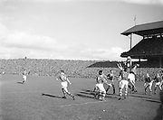 Players jump and challenge for the ball during the Kerry v Meath All Ireland Senior Gaelic Football Final, 26th September 1954. Meath 1-13 Kerry 1-7.
