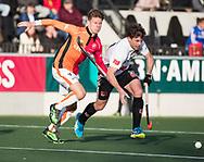 AMSTELVEEN - Joep de Mol (Oranje-Rood) met rechts Fergus Kavanagh (A'dam)    tijdens de hoofdklasse hockeywedstrijd AMSTERDAM-ORANJE ROOD (4-5). . COPYRIGHT KOEN SUYK
