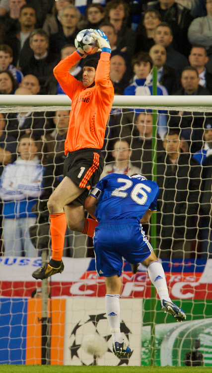 LIVERPOOL, ENGLAND - Wednesday, April 8, 2009: Chelsea's goalkeeper Petr Cech and captain John Terry in action against Liverpool during the UEFA Champions League Quarter-Final 1st Leg match at Anfield. (Photo by David Rawcliffe/Propaganda)