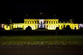 Paleis Soestdijk kleurt geel tegen vrouwenmishandeling