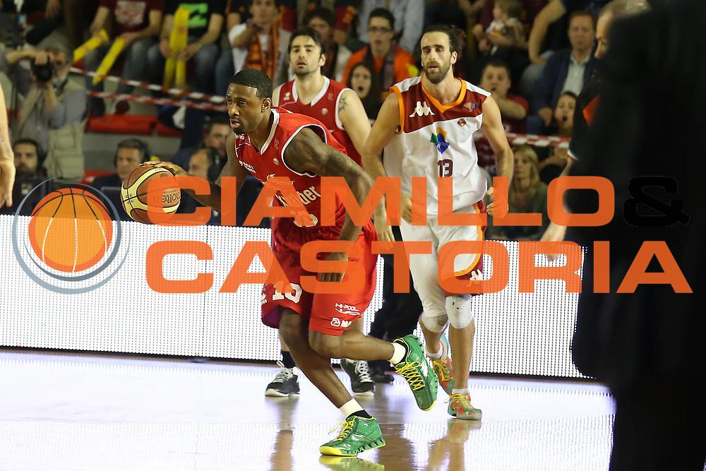 DESCRIZIONE : Roma Lega A 2012-2013 Acea Roma Trenkwalder Reggio Emilia playoff quarti di finale gara 5<br /> GIOCATORE : Troy Bell<br /> CATEGORIA : palleggio<br /> SQUADRA : Trenkwalder Reggio Emilia <br /> EVENTO : Campionato Lega A 2012-2013 playoff quarti di finale gara 5<br /> GARA : Acea Roma Trenkwalder Reggio Emilia<br /> DATA : 17/05/2013<br /> SPORT : Pallacanestro <br /> AUTORE : Agenzia Ciamillo-Castoria/ElioCastoria<br /> Galleria : Lega Basket A 2012-2013  <br /> Fotonotizia : Roma Lega A 2012-2013 Acea Roma Trenkwalder Reggio Emilia playoff quarti di finale gara 5<br /> Predefinita :