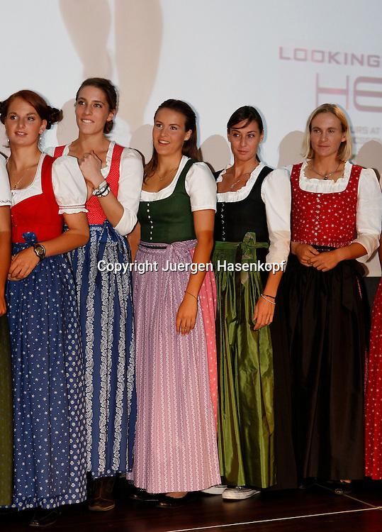 Generali Ladies Linz, WTA Tour, Damen Tennis Turnier in Linz,Oesterreich. Players Night in der Voestalpine-Stahlwelt,L-R. Spielerinnen Melanie Klaffner (AUT),Andrea Petkovic (GER),Tatjana Malek (GER),Flavia Pennetta (GER) und Sybille Bammer (AUT)  im Dirndl Kleid auf der Spieler Party..Foto: Juergen Hasenkopf..B a n k v e r b.  S S P K  M u e n ch e n, ..BLZ. 70150000, Kto. 10-210359,..+++ Veroeffentlichung nur gegen Honorar nach MFM,..Namensnennung und Belegexemplar. Inhaltsveraendernde Manipulation des Fotos nur nach ausdruecklicher Genehmigung durch den Fotografen...Persoenlichkeitsrechte oder Model Release Vertraege der abgebildeten Personen sind nicht vorhanden.