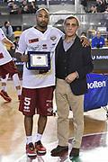 DESCRIZIONE : Campionato 2014/15 Virtus Acea Roma - Umana Reyer Venezia<br /> GIOCATORE : Phil Goss Claudio Toti<br /> CATEGORIA : Fair Play Before Pregame Targa Premio<br /> SQUADRA : Umana Reyer Venezia<br /> EVENTO : LegaBasket Serie A Beko 2014/2015<br /> GARA : Virtus Acea Roma - Umana Reyer Venezia<br /> DATA : 01/02/2015<br /> SPORT : Pallacanestro <br /> AUTORE : Agenzia Ciamillo-Castoria/GiulioCiamillo<br /> Predefinita :