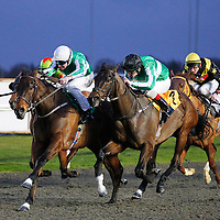Ishetoo and S O'Hara winning the 5.00 race