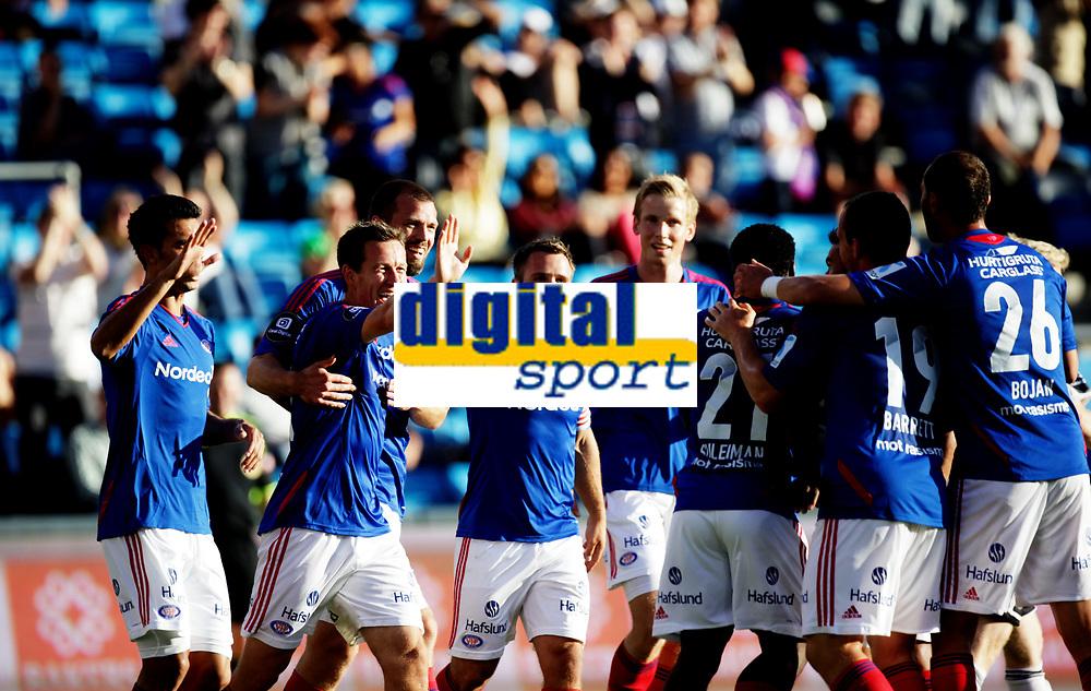 Fotball<br /> Tippeligaen<br /> Ullev&aring;l Stadion 10.08.12<br /> V&aring;lerenga VIF - Odd Grenland<br /> Morten Berre blir gratulert med m&aring;l<br /> Foto: Eirik F&oslash;rde