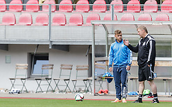 03.06.2015, Steinbergstadion, Leogang, AUT, U 21 EM, Vorbereitung Deutschland, im Bild v.l.: Max Meyer (Schalke 04, Deutschland U21) im Gespräch mit Trainer Horst Hrubesch (Deutschland U21) // during Trainingscamp of Team Germany for Preparation of the UEFA European Under 21 Championship at the Steinbergstadium in Leogang, Austria on 2015/06/03. EXPA Pictures © 2015, PhotoCredit: EXPA/ JFK