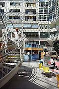 Nederland, Arnhem, 3-7-2006..Het Atrium, binnenplaats, van het Rijnstate ziekenhuis...Foto: Flip Franssen