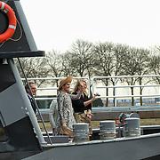 Koningin Maxima opent het Maximakanaal . Het Máximakanaal is een nieuwe vaarweg van negen kilometer ten oosten van 's-Hertogenbosch en loopt van de Maas naar de Zuid-Willemsvaart bij Den Dungen.Jannita Robberse, Hoofd Ingenieur Directeur van Rijkswaterstaat Zuid-Nederland en Minister van Infrastructuur en Milieu, mevr. Schultz van Haegen <br /> <br /> Queen Maxima opens the MaximaChannel. The Maxima Channel is a new waterway nine kilometers east of 's-Hertogenbosch and runs from the Meuse to the South Willemsvaart in Den Dungen.