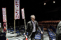 Nederland. Utrecht, 14 maart 2009.<br /> Bos en Hamer verlaten als laatsten de vergaderzaal op zaterdagavond. Eerste dag van het PvdA congres in Central Studios. Op het congres wordt onder andere gediscussieerd over de Integratienota, de aanschaf van de JSF en de kredietcrisis. <br /> Foto Martijn Beekman NIET VOOR PUBLIKATIE IN PAROOL, TROUW, AD, NRC EN TELEGRAAF