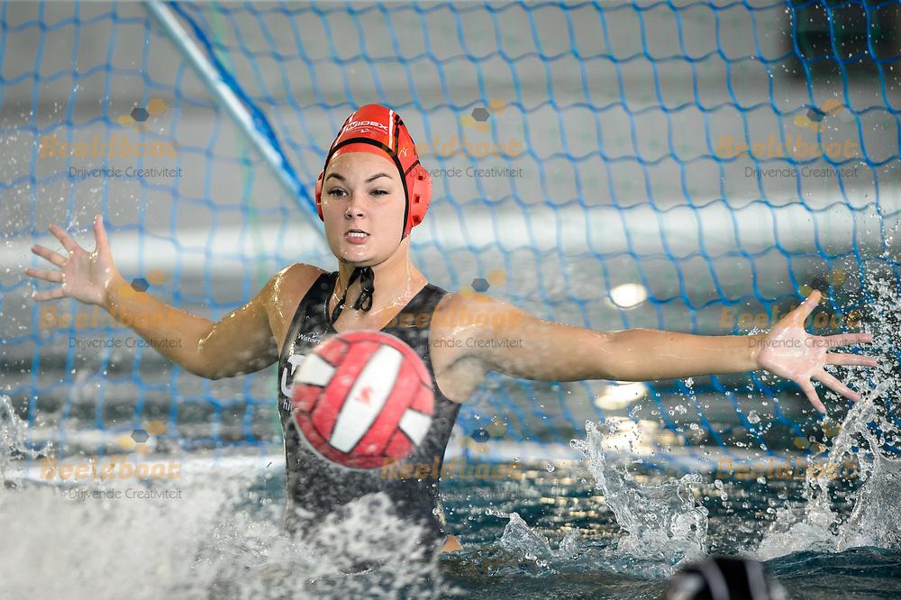 24-09-2017: Waterpolo: UZSC v Widex GZC Donk: Utrecht<br /> <br /> (L-R) Keepster Meike Scholte van GZC Donk tijdens het WFN Supercup duel tussen dames UZSC en GZC Donk op 24 september 2017 in zwembad de Krommerijn in Utrecht<br /> <br /> WFN Supercup  - Seizoen 2017 / 2018 <br /> <br /> Foto: Gertjan Kooij