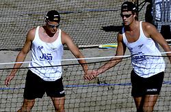 19-08-2006 VOLLEYBAL: NK BEACHVOLLEYBAL: SCHEVENINGEN<br /> Gijs Ronnes en Jochem de Gruijter<br /> ©2006-WWW.FOTOHOOGENDOORN.NL