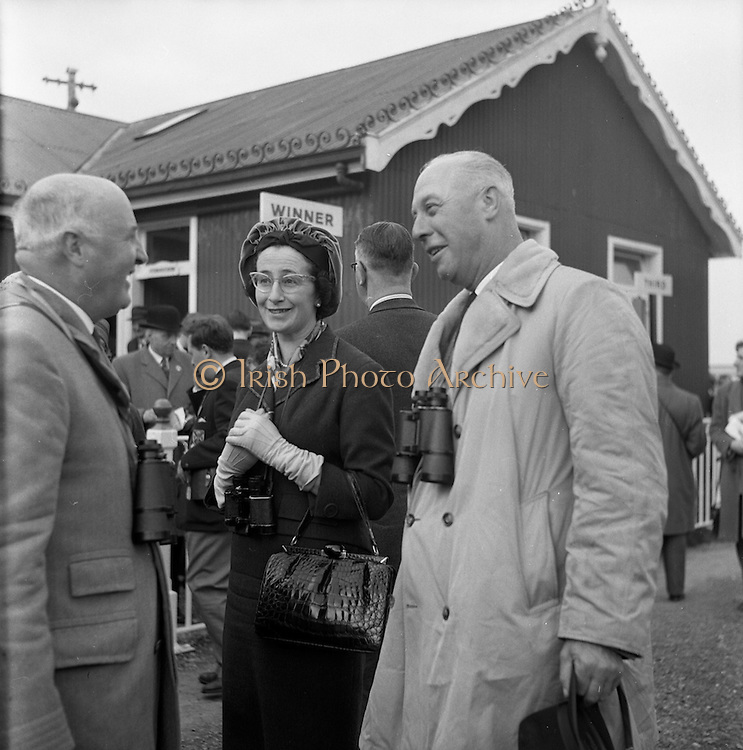 23/04/1962<br /> 04/23/1962<br /> 23 April 1962<br /> Irish Grand National at Fairyhouse<br /> Lord Donoughmore, left, steward of the Irish Turf Club, chatting with Mr. and Mrs. Frank Stafford of Wexford, owners of Kerforo, winner of the Irish Grand National at Fairyhouse on 23 April 1962.