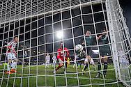 TILBURG, Willem II - FC Groningen, voetbal, Eredivisie seizoen 2015-2016, 26-01-2016, Koning Willem II Stadion, FC Groningen speler Hedwiges Maduro (2R) scoort de late 1-1, Willem II keeper Kostas Lamprou (M) baalt, FC Groningen speler Johan Kappelhof (R).
