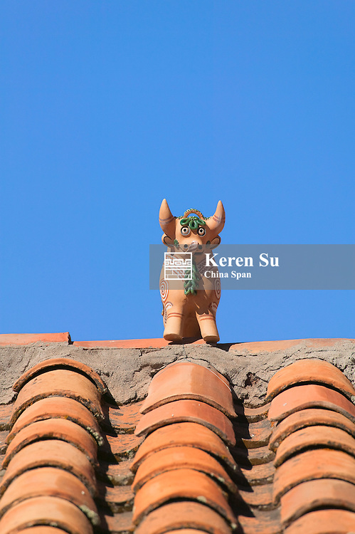Statue of pig decoration on roof top, Cuzco, Peru