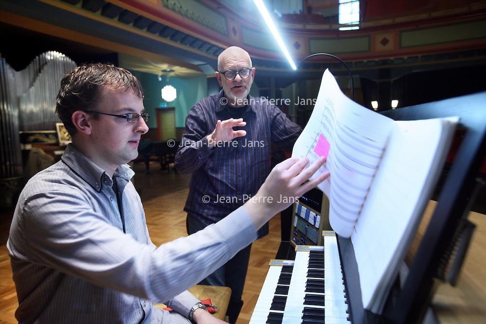 Nederland, Amsterdam , 11 november 2013.<br /> Klaas de Vries (Terneuzen, 15 juli 1944) is een hedendaagse Nederlandse componist in de stijl van de Rotterdamse School. Hij studeerde compositie bij Otto Ketting in Den Haag en was tot 2009 docent aan het Rotterdams Conservatorium. In 1998 won hij de Matthijs Vermeulenprijs voor zijn compositie A King, Riding.<br /> Op de foto: Klaas de Vries en organist Jochem Schuurman tijdens de repetitie<br /> Klaas de Vries (Terneuzen, July 15, 1944) is a contemporary Dutch composer in the style of the Rotterdam School.<br /> Rehearsing with organist Jochem Schuurman.