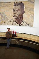Russie, Moscou, portrait de Gorky dans le metro // Russia, Moscow, Gorky statue on the metro