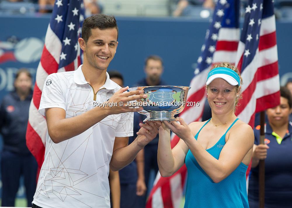 LAURA SIEGEMUND (GER) und MATE PAVIC (CRO), Mixed Doubles Final, Siegerehrung,Praesentation,<br /> <br /> Tennis - US Open 2016 - Grand Slam ITF / ATP / WTA -  USTA Billie Jean King National Tennis Center - New York - New York - USA  - 9 September 2016.