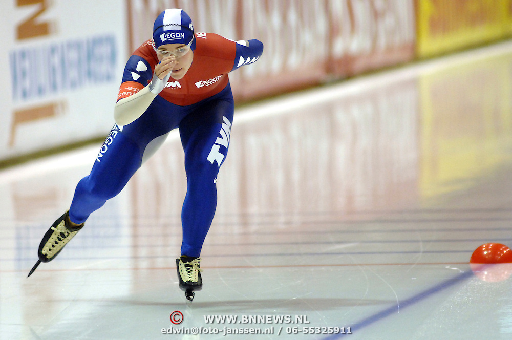 NLD/Heerenveen/20061112 - Essent ISU Wereldbeker Speed Skating, 3000 mtr ladies, Paulien van Deutekom