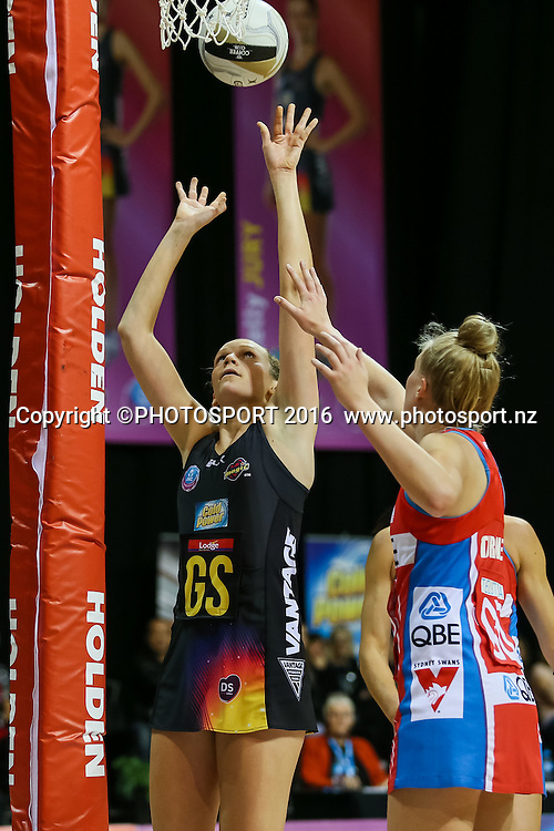 Waikato BOP's Joanne Harten shoots during the ANZ Netball Championship semi final between the Waikato BOP Magic and the NSW Swifts, played at Claudelands Arena, Hamilton, New Zealand on Monday 25 July 2016.  Copyright Photo: Bruce Lim / www.photosport.nz