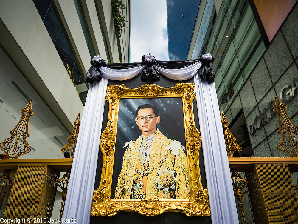 15 OCTOBER 2016 - BANGKOK, THAILAND: A portrait of Bhumibol Adulyadej, the King of Thailand, in front of EmQuartier, a high end shopping mall in Bangkok. King Bhumibol Adulyadej died Oct. 13, 2016. He was 88. His death comes after a period of failing health. With the king's death, the world's longest-reigning monarch is Queen Elizabeth II, who ascended to the British throne in 1952. Bhumibol Adulyadej, was born in Cambridge, MA, on 5 December 1927. He was the ninth monarch of Thailand from the Chakri Dynasty and is known as Rama IX. He became King on June 9, 1946 and served as King of Thailand for 70 years, 126 days. He was, at the time of his death, the world's longest-serving head of state and the longest-reigning monarch in Thai history.      PHOTO BY JACK KURTZ