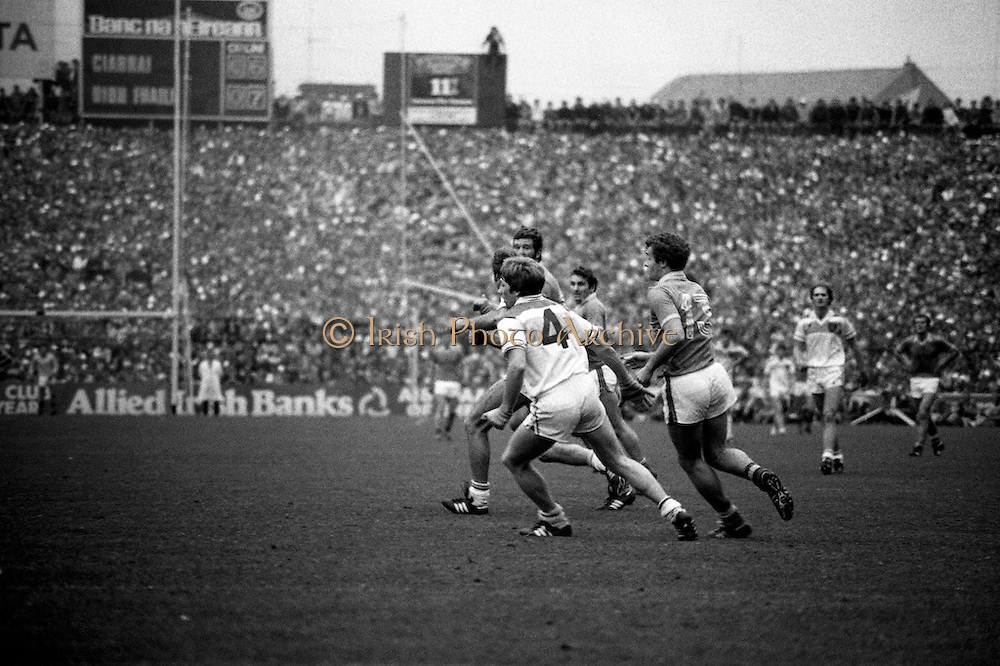 Lowry and Sheehy race to a breaking ball at the All Ireland Senior Football Final, between Offaly and Kerry. Offaly won the title by the narrowest of margins, 1-15 to 17 points, denying Kerry a record-breaking five in a row.<br />