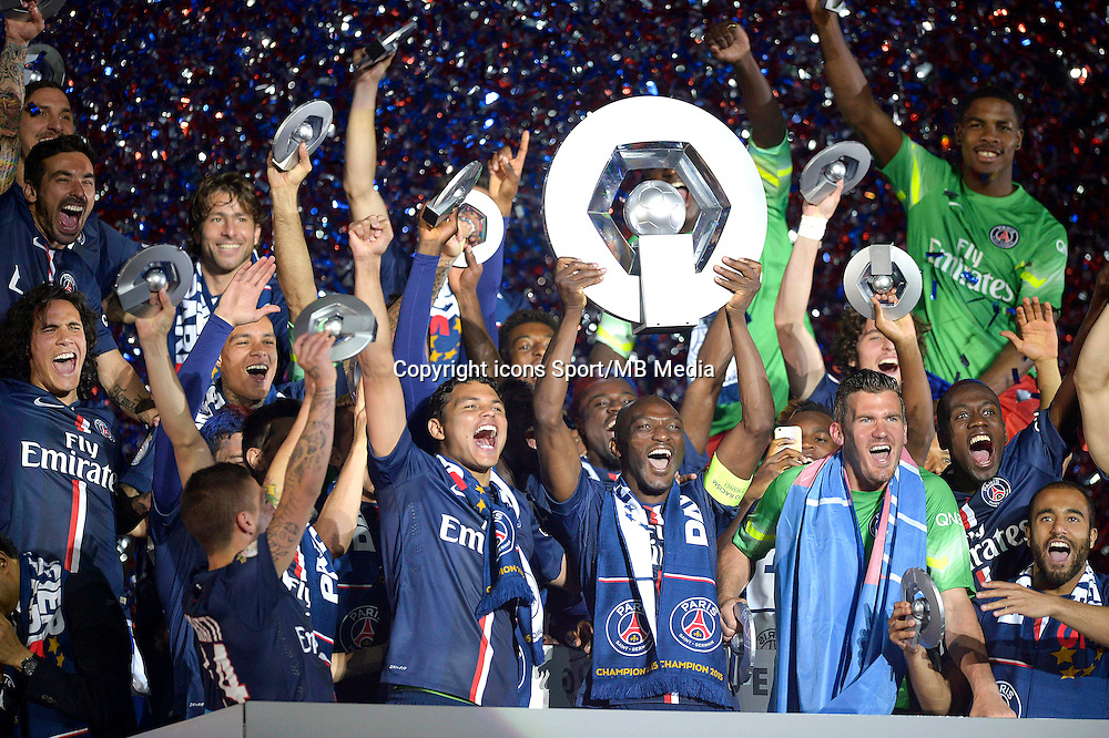 Joie PSG - Thiago SILVA / Zoumana CAMARA - PSG Champion - 23.05.2015 - PSG / Reims - 38eme journee de Ligue 1<br /> Photo : Andre Ferreira / Icon Sport