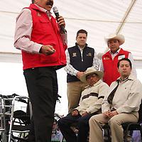 Jiquipilco, Mexico.- Francisco Ruben Bringas, Director de la Junta de Caminos del Estado de México, durante la reinauguración de 24 kilometros de la carretera que conecta a Jiquipilco con el municipio de Naucalpan.  Agencia MVT / Beatriz Rodriguez.