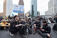 20 SEP 2019, BERLIN/GERMANY:<br /> Eine Gruppen Fetischisten und andere Demonstraten blockieren waehrend einer Aktion von extinction rebellion die Kreuzung am Potsdamer Platz, nach der Fridays for Future Demonstration fuer Massnahmen zur  Begrenzung des Klimawandels<br /> IMAGE: 20190920-01-114<br /> KEYWORDS: Demo, Demonstrant, Protest, Protester, Demonstration, Klima, climate, change