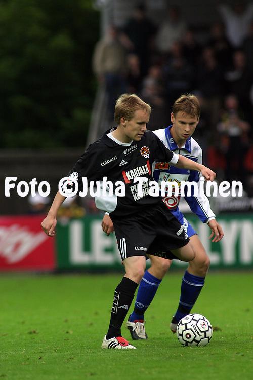 10.07.2003, Tammelan Stadion, Tampere, Finland..Veikkausliiga 2003 / Finnish League 2003.Tampere United v FC Jokerit.Teemu Lampinen (Jokerit) v Heikki Aho (TamU).©Juha Tamminen
