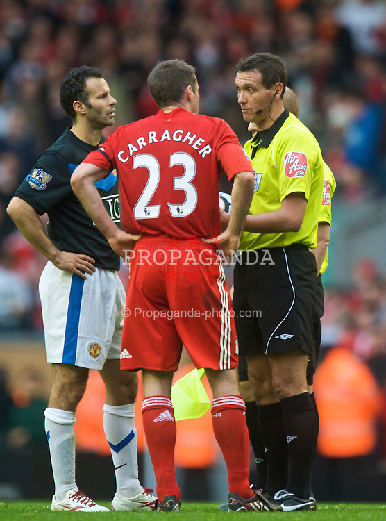 LIVERPOOL, ENGLAND - Sunday, October 25, 2009: Liverpool's Jamie Carragher calms down Manchester United's Ryan Giggs as he tries to intimidate referee Andre Mariner during the Premiership match at Anfield. (Photo by David Rawcliffe/Propaganda)