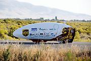 In Battle Mountain, Nevada, oefent het team op een weggetje. Het Human Power Team Delft en Amsterdam, dat bestaat uit studenten van de TU Delft en de VU Amsterdam, is in Amerika om tijdens de World Human Powered Speed Challenge in Nevada een poging te doen het wereldrecord snelfietsen voor vrouwen te verbreken met de VeloX 7, een gestroomlijnde ligfiets. Het record is met 121,44 km/h sinds 2009 in handen van de Francaise Barbara Buatois. De Canadees Todd Reichert is de snelste man met 144,17 km/h sinds 2016.<br /> <br /> With the VeloX 7, a special recumbent bike, the Human Power Team Delft and Amsterdam, consisting of students of the TU Delft and the VU Amsterdam, wants to set a new woman's world record cycling in September at the World Human Powered Speed Challenge in Nevada. The current speed record is 121,44 km/h, set in 2009 by Barbara Buatois. The fastest man is Todd Reichert with 144,17 km/h.