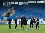 FODBOLD: FC Helsingørs spillere inspicerer banen før kampen i ALKA Superligaen mellem SønderjyskE og FC Helsingør den 28. juli 2017 på Sydbank Park i Haderslev. Foto: Claus Birch