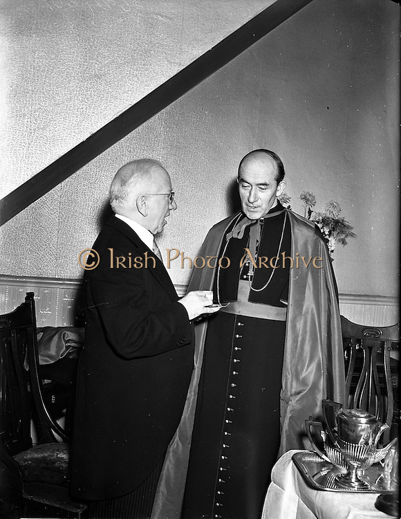21/12/1952<br /> 12/21/1952<br /> 21 December 1952<br /> President Sean T. O'Kelly and Archbishop Dr. John McQuaid at the Capitol Theatre Dublin for Our Lady&rsquo;s Choral Society and the Radio Eireann Symphony Orchestra's production of Handel's &quot;Messiah&quot;.