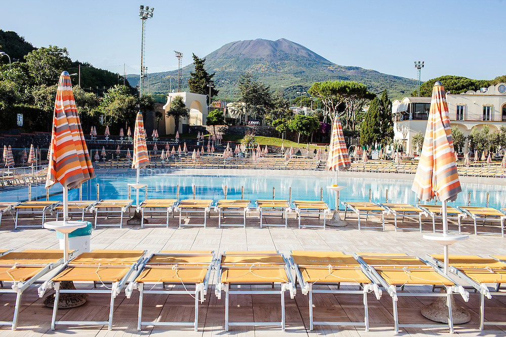 In Campania, almost 1.5 million people live around the Vesuvius. Vesuvius, is an old volcano, famous in the history for the big eruption of 79d.c. that destroyed Pompei and Ercolano. The last volcanic activity it was during the Second World War, August 12, 1943. During all these years, the scientists spoke often of the possibility of a new eruption that could occur at any time. What is the relation that all the people living in the area have with the volcano and how they live their lives being geographically so close to such a scary place considering that in the region there is still no solid evacuation plan? In the meantime at the slopes of Vesuvius the people continue the construction of housing ignoring the high level risk of the area.