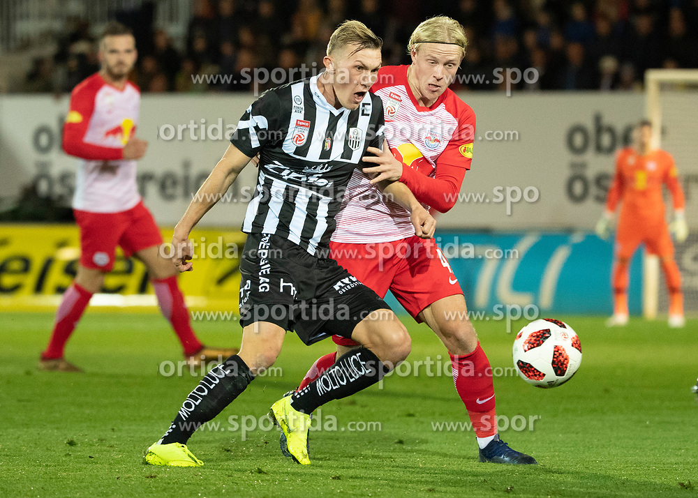 28.10.2018, TGW Arena, Pasching, AUT, 1. FBL, LASK Linz vs FC Red Bull Salzburg, Grunddurchgang, 12. Runde, im Bild v.l. Thomas Goiginger (LASK), Xaver Schlager (FC Red Bull Salzburg) // during the Austrian Football Bundesliga 12th round match between LASK Linz and FC Red Bull Salzburg at the TGW Arena in Pasching, Austria on 2018/10/28. EXPA Pictures © 2018, PhotoCredit: EXPA/ Reinhard Eisenbauer