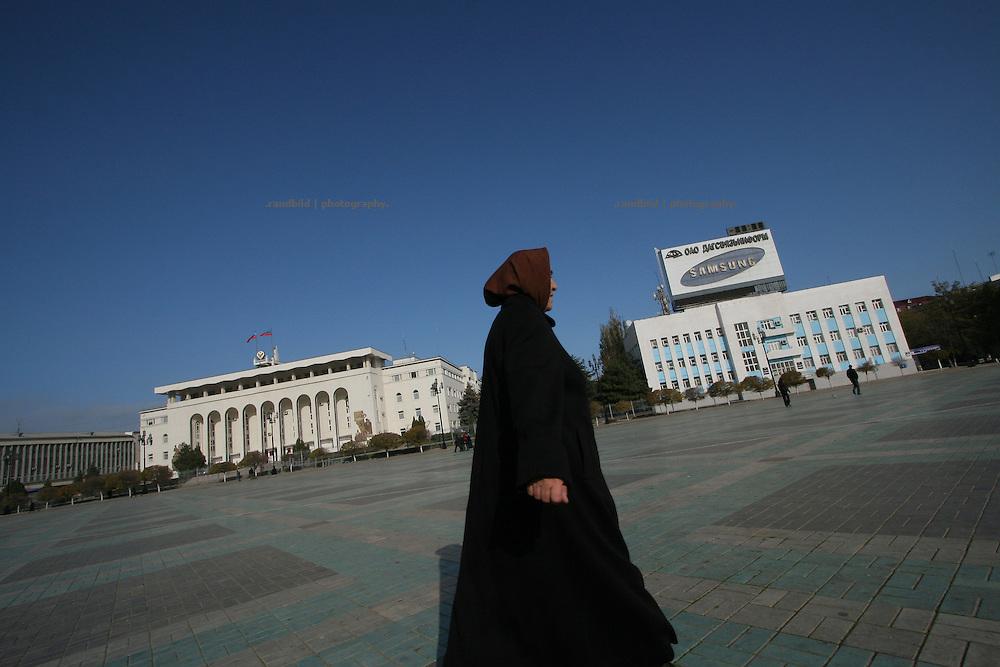 Der zentrale Platz in Machatschkala, Dagestan. Central square in Makhachkala, Dagestan.)