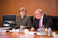 DEU, Deutschland, Germany, Berlin,31.01.2018: Bundeskanzlerin Dr. Angela Merkel (CDU) und Kanzleramtsminister Peter Altmaier (CDU) vor Beginn der 169. Kabinettsitzung im Bundeskanzleramt.