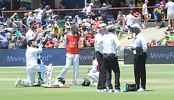 Pretoria 26-12-18. The 1st of three 5 day cricket Tests, South Africa vs Pakistan at SuperSport Park, Centurion. Day 1. Pakistan batsmen and umpires have a drinks break as temperatures went over 35 deg Celcius.<br /> <br /> Picture: Karen Sandison/African News Agency(ANA)