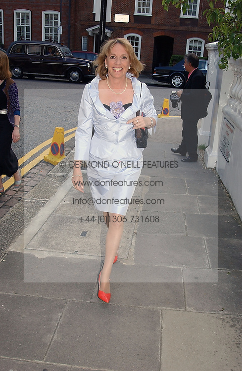 ESTHER RANTZEN at Sir David & Lady Carina Frost's annual summer party held in Carlyle Square, London on 6th July 2004.