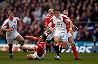 Photo: Richard Lane.<br />England v Wales. RBS Six Nations. 04/02/2006.<br />England's Mark Cueto breaks for a try.