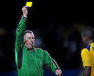 22-08-2008: Voetbal: RKC WAALWIJK:GO AHEAD EAGLES:WAALWIJK <br /> Het afscheidstoernee van Roelof Luinge als scheidsrechter begon in Waalwijk waar Benson de gele kaart ziet<br /> Foto: Geert van Erven